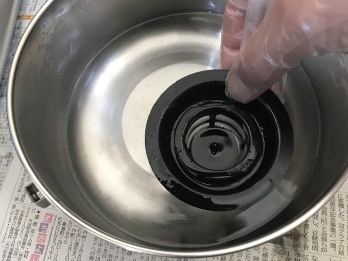 油フィルターを洗う