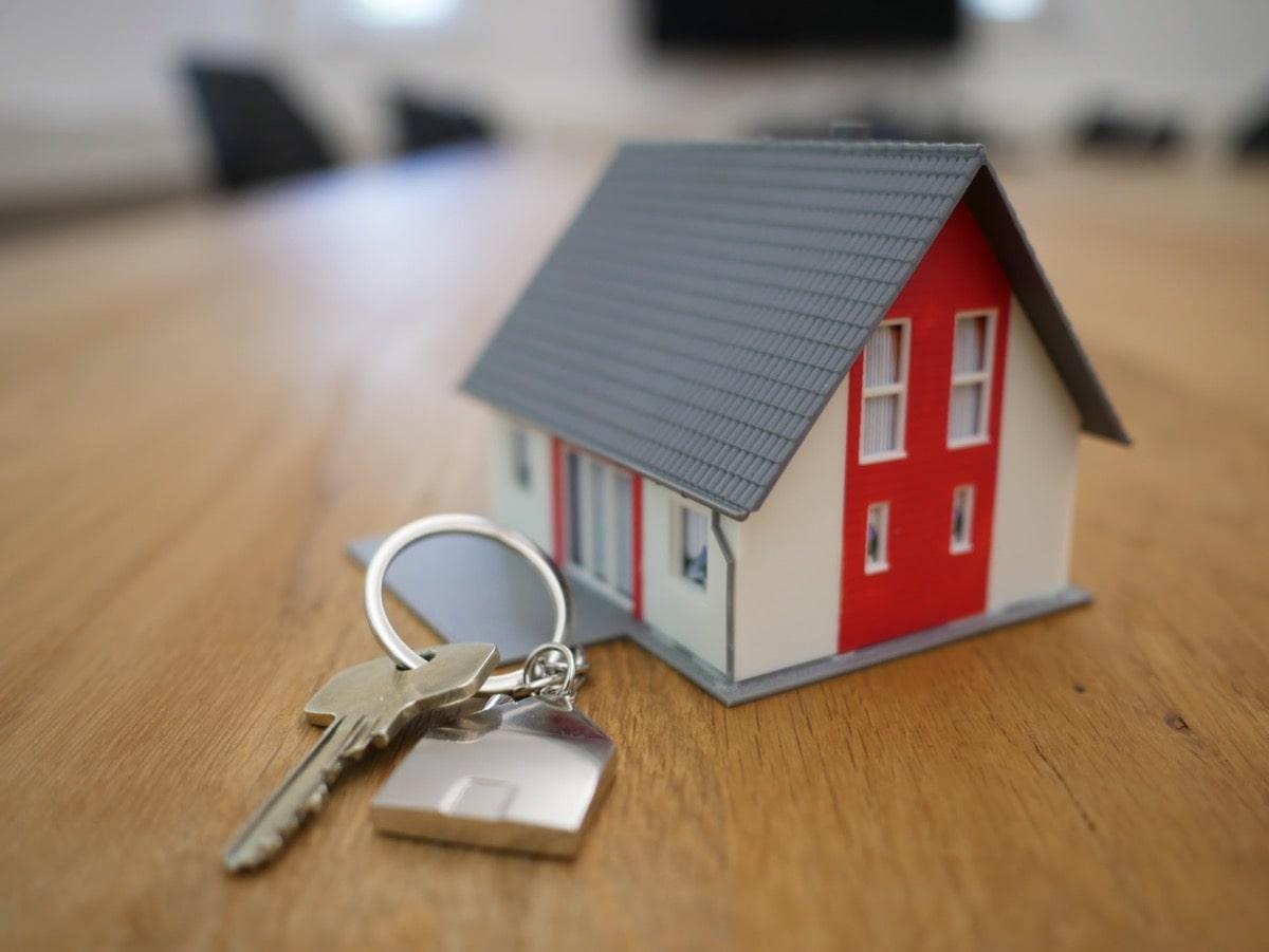 家の模型とカギ
